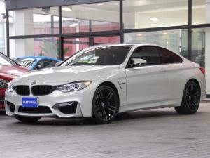 BMW M4 M4クーペ アダプディブMサスペンション 後期ナビ カーボンキドニーグリル カーボンリップスポイラー ブラックレザーシート 純正19インチアルミホイール 前後パークディスタンスコントロール カーボンルーフ