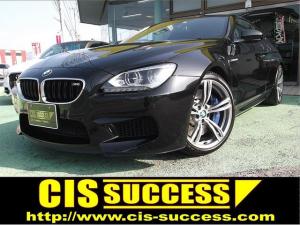 BMW M6 ベースグレード カーボンルーフ・純正20AW・ブレンボブレーキ・カーボンルーフ・アクティブエキゾースト・ブラックレザー・シートヒーター&クーラー・純正ナビ・地デジ・Bカメラ・ソフトクローズドア・コンフォートアクセス