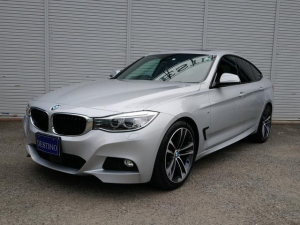 BMW 3シリーズ 320iグランツーリスモ Mスポーツ パノラマルーフ ACC付 黒革 スマートキー パワーシート 衝突軽減ブレーキ シートーヒーター 電動リアゲート Bカメラ