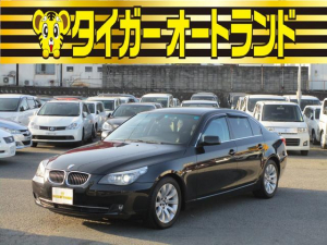 BMW 5シリーズ 530i 黒革シート パワーシート シートヒーター クルーズコントロール スマートキー プッシュスタート ETC 純正ナビ オートライト HID フォグライト 電動格納ミラー 純正17インチアルミホイール