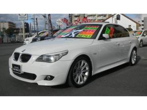 BMW 5シリーズ 525i Mスポーツパッケージ 車検令和3年8月 サンルーフ 純正18inchアルミホイール リアスポイラー iDrive 純正ナビ 8連CDチェンジャー ETC 黒本革レザーシート プッシュスタート クルーズコントロール