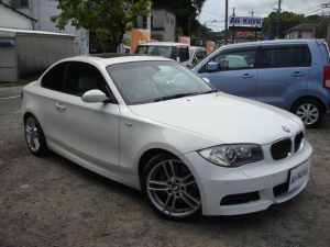 BMW 1シリーズ 135i サンルーフ 革シート HDDナビ パワーシート