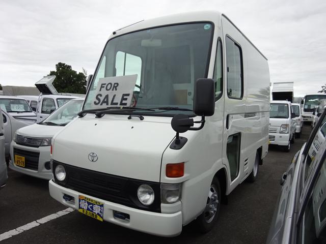 働く車専門店!バス・トラック・特殊車輌等の在庫多数! 内外きれいな車です。 運転席と荷台貫通です。