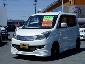 スズキ ソリオ ブラック&ホワイトII 4WD