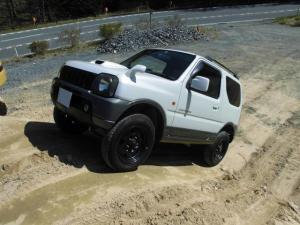 スズキ ジムニー ランドベンチャー 4WD インタークーラーターボ 社外HDDナビ&フルセグテレビ 社外キセノンライト ハーフレザーシート シートヒーター ドアミラーヒーター ボタン式切替4WD 貨物登録 最大積載量100キロ 2人乗り