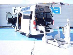 トヨタ レジアスエースバン  リモコン付電動スイングアームリフト 車いす2基固定装置