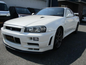 日産 スカイライン GT-R VスペックII パールホワイト・6速・VスペックII軽量カーボンボンネット・ブレンボ・ニスモメーター・