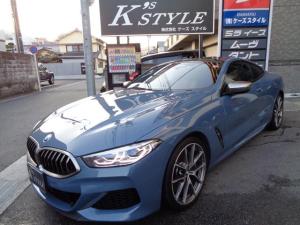 BMW 8シリーズ M850i xDriveクーペ カーボンルーフ OPブルー