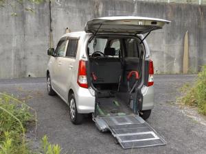 マツダ AZワゴン XG iスロープ式車いす移動車後席付 4名