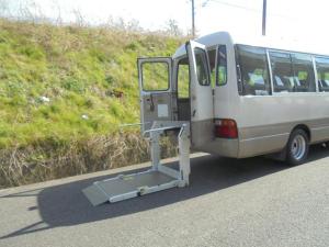 トヨタ コースター  車いす移動車 旧普通免許、準中型免許で運転可能! 10人乗り オートステップ AT リア観音開き
