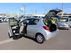 トヨタ ヴィッツ F 助手席リフトアップシート車 電動式車いす収納装置付
