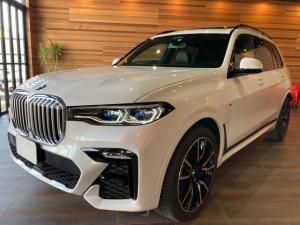 BMW X7 xDrive 35d Mスポーツ 純正12.3インチナビ Bluetooth 全周囲モニター ミラーインETC クルコン 黒レザーシート パワーシート パワーバックドア サンルーフ 全席イージークローザー オプション22インチAW