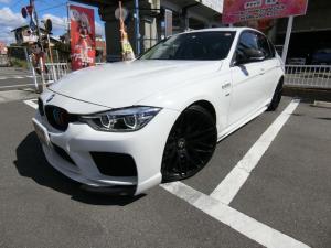 BMW 3シリーズ 320iラグジュアリー ターボ エナジーモータースポーツコンプリート(フルエアロ 20AW Rスポイラー マフラー) BCレーシング車高調 LEDライト&フォグ 黒革シート シートH HDDナビBカメラ カーボンミラーカバー