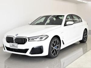 BMW 5シリーズ 530e Mスポーツ エディションジョイ+ 後期 エクスクルーシブナッパレザーパッケージ ヘッドアップディスプレイ アクティブクルーズコントロール リバースアシスト ハイビームアシスタント コンフォートシート 純正19インチアロイホイール