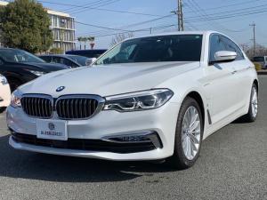 BMW 5シリーズ 530eラグジュアリー アイパフォーマンス ブラックレザーシート/全席シートヒーター/アクティブクルーズコントロール/全方位カメラ/フルセグTV/コンフォートアクセス/18インチアロイホイル/LEDヘッドライト/スペアキーレス有り/1オーナー車