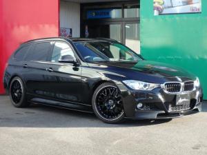 BMW 3シリーズ 320dツーリング Mスポーツ ハーフレザーパワーシート Mパフォーマンスフルエアロ ビルシュタイン車高調 19inアルミ K&Nエアクリーナー オートリアゲート オートHID デイライト