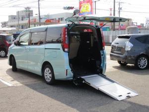 トヨタ ノア X スロープ 2脚仕様 4WD 福祉車両 電動ウインチ 電動車いす固定装置 車高調節機能 6人&車いす1台 3人&車いす2台