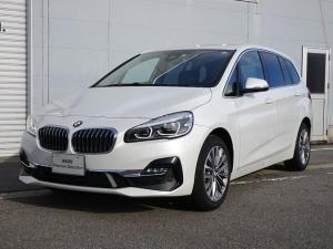 BMW 2シリーズ 218iグランツアラー ラグジュアリー 純正HDDナビゲーション ミラー内蔵型ETC バックカメラ 電動テールゲート Bluetooth ミュージックサーバー LEDヘッドライト 前席シートヒーター オートライト オートワイパー 3列シート