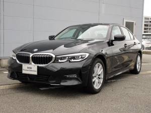 BMW 3シリーズ 318i 純正HDDナビゲーション ミラー内蔵型ETC 車線逸脱警告機能 被害軽減ブレーキ LEDヘッドライト オートワイパー オートライト Bluetooth ミュージックサーバー 17インチアロイホイール