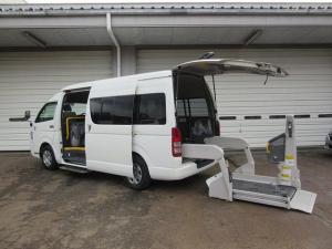 トヨタ ハイエースコミューター ウェルキャブ Dタイプ 車いす4基対応 福祉車両