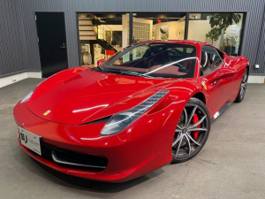 フェラーリ 458イタリア ベースグレード カーボンファイバーレーシングシート LED付きカーボンファバーステアリングフロントサスペンションリフトシステム  20インチ鍛造アルミホイール カーボンファイバードアステップ  パワークラフトマフラー