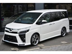 トヨタ ヴォクシー ZS ZEUS新車カスタムコンプリートカー