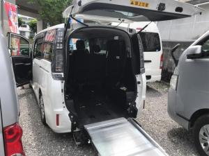 トヨタ ヴォクシー 福祉車両 後部スローパー 車椅子1基載