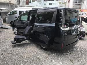 トヨタ ヴォクシー 福祉車両 2列目シートサイドリフトアップ