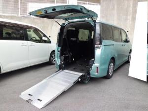 トヨタ ヴォクシー 福祉車両 2基積 スロープ式
