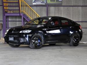BMW X6 M  ディーラー車 純正21インチアルミ メモリ付レッドレザーシート 純正OPリヤモニター・LEDヘッドライト・マフラーバルブ開閉リモコン シートヒーターETC 記録簿