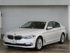 BMW 5シリーズ 530eラグジュアリー アイパフォーマンス LEDヘッドライト 18AW PDC オートトランク コンフォートアクセス レザーシート ブラックレザー マルチディスプレイメーター 純正ナビ iDriveナビ フルセグ リアビューカメラ 認定中古車