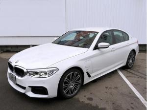 BMW 5シリーズ 530e Mスポーツ LEDライト 19AW オートトランク コンフォートアクセス レザーシート ブラックレザー マルチメーター 純正ナビ iDriveナビ フルセグ トップ リアビューカメラ Aクルコン 認定中古車