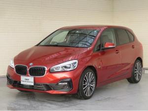 BMW 2シリーズ 218dアクティブツアラー スポーツ コンフォートPKG LEDヘッドライト 18AW パーキングサポートPKG オートトランク コンフォートアクセス シートヒーター 純正ナビ リアビューカメラ HUD 純正ETC Aクルコン 認定中古車