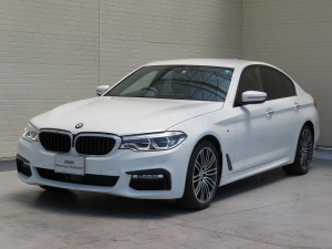BMW 5シリーズ 523d Mスポーツ ハイラインパッケージ LEDヘッドライト 19AW ソフトクローズドア オートトランク コンフォートアクセス ブラックレザー マルチメーター 純正ナビ トップ リアビューカメラ HUD 純正ETC Aクルコン 認定中古車