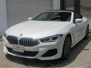 BMW 8シリーズ 840d xDriveカブリオレ Mスポーツ レーザーライト 20AW ソフトクローズドア コンフォートアクセス レザーシート 純正ナビ トップ リアビューカメラ HUD 純正ETC ベンチレーションシート Aクルコン レーンチェンジ 認定中古車