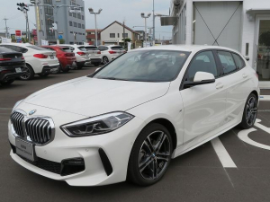BMW 1シリーズ 118i Mスポーツ コンフォートPKG LEDライト 18AW コーナーセンサー オートトランク ナビPKG 純正ナビ バックカメラ アクティブクルーズコントロール レーンディパーチャーウォーニング 認定中古車