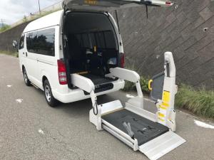 トヨタ ハイエースバン 福祉車両 電動リフト 車椅子2台可能 4WD フル装備