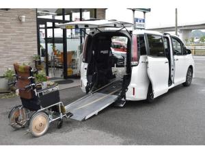 トヨタ エスクァイア Xi ウェルキャブ 福祉車両 タクシー 車いす2脚仕様車 タイプ1 プッシュスタート ナビTV バックカメラ LEDライト 禁煙車 左側パワードア TSSC リアエアコン 電動ウィンチ 電動スロープ