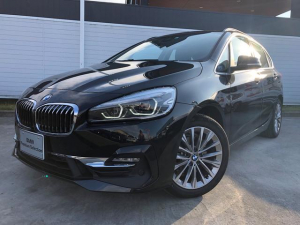 BMW 2シリーズ 218dアクティブツアラー ラグジュアリー 17AW黒革SR衝突軽減PアシストコンフォートpkgETC 2年BPSデモカー禁煙認定車