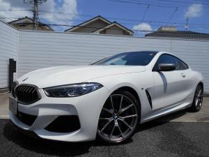 BMW 8シリーズ M850i xDriveクーペ 20AWフィオナレッドレザーハーマンカードンHi-Fi禁煙1オーナー認定中古車