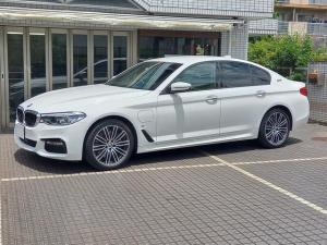 BMW 5シリーズ 530e Mスポーツアイパフォーマンス ユーザー買取車 黒革シート ACC 19インチAW
