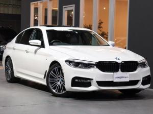 BMW 5シリーズ 523d Mスポーツ 1オナ 希少サンルーフ付 ソフトクローズドア HUディスプレイ DアシストプラスACC/レーンチェンジ/ステアアシスト 電動トランク タッチナビ地デジDVD全周囲カメラ レーダードラレコ 無鈑金 禁煙