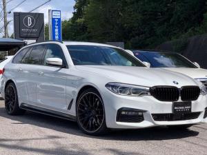 BMW 5シリーズ 540i xDriveツーリング Mスポーツ パノラマサンルーフ ダコタレザーブラック Mパフォーマンススポーツマフラー エキゾーストパイプカバー ブラックキドニーグリル リヤデフューザー  サイドスカート RAIS・20AW ドラレコ GPS