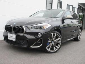 BMW X2 M35i Mスポーツシート マグマレッドレザー シートヒーター セレクトパッケージ ガラスサンルーフ ヘッドアップディスプレイ 20インチAW 電動トランク ワンオーナー禁煙車 2年保証
