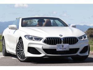 BMW 8シリーズ M850i xDriveカブリオレ 新車保証付 レーザーLEDヘッド individualメリノ・フルレザー 電動ソフトトップ エアスカーフ Bowers & Wilkinsダイアモンドサラウンド ヘッドアップディスプレイ 20AW