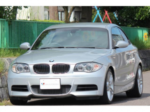 BMW 1シリーズ 135i 135i(4名)・Mスポーツ・Mエアロダイナミクス・アンソラジットルーフ・LEDイカリング・HID・18インチアロイホイール・6速MT・黒革シート・パワーシート・シートヒーター・後期iDrive