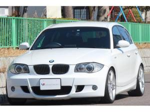BMW 1シリーズ 130i Mスポーツ Mエアロダイナミクス・ビルシュタインダウンサス・オプション18インチAW・社外エアクリ・社外プラズマダイレクトIGNコイル・本革シート・ミラーETC・スポーツステアリング・HDDナビ・AUX IN