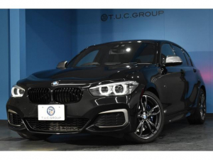 BMW 1シリーズ M140i エディションシャドー 新車保証付 特別仕様車 ヒーター黒革 LED/H&テール 可変Mサス タッチパネル式iドライブ フルセグ Bカメラ Pアシスト 衝突軽減B 車線逸脱&歩行者警告 専用18AW iストップ スマートキー