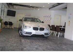 BMW 1シリーズ 116iスポーツ女性1オ-ナ-車D記録8枚OP17AW純ナビ