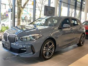 BMW 1シリーズ 118d Mスポーツ エディションジョイ+ Individualボディカラー ストームベイ iDriveナビゲーションパッケージ ライブコックピット インテリジェントパーソナルアシスタント コンフォートパッケージ 電動テールゲート ACC